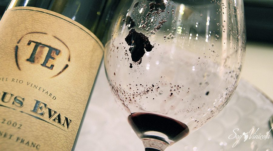 de dónde viene el sedimento del vino copas