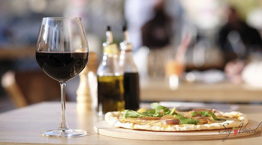 Hablemos del maridaje perfecto para la pizza y el vino