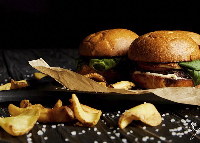 Un gusto culposo… la comida rápida va mejor con ¿Vino?